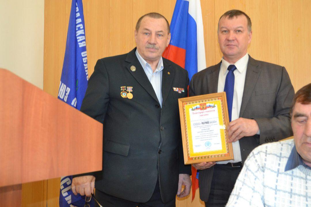 Благодарственное письмо вручается главе Далиновского района С. С. Копытову.