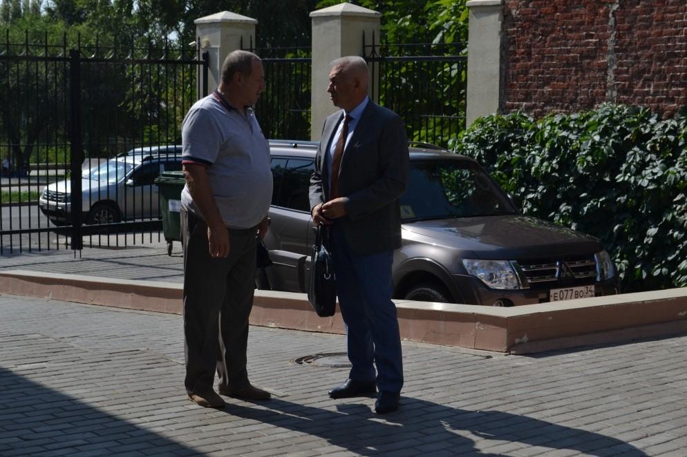 На фото: заместитель губернатора Волгоградской области А. И. Блошкин всегда открыт для общения