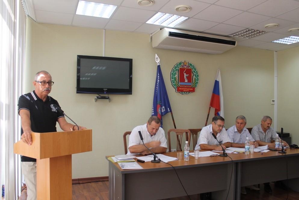 На фото: за трибуной конференции Г. Д. Долженко