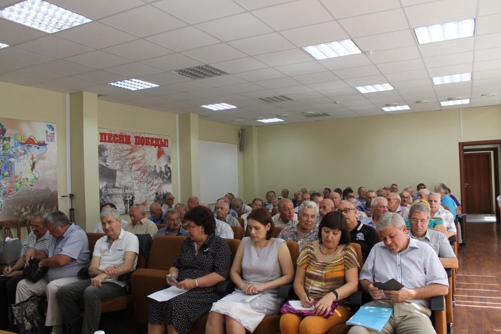 На фото: во время заседания в Общественной палате Волгоградской области
