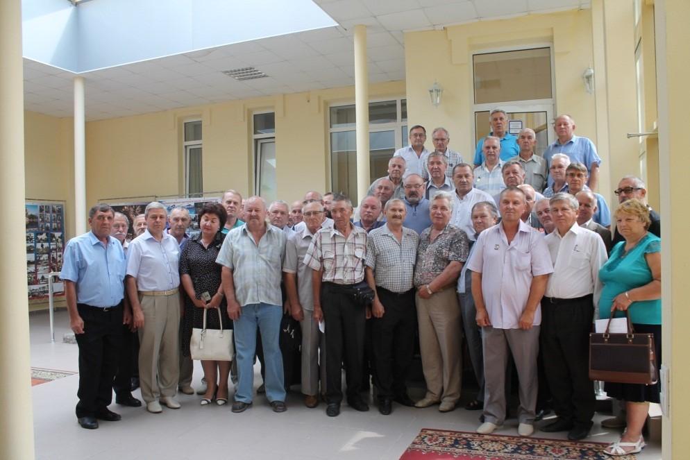 На фото: чернобыльская традиция, заложенная фотолетописцем Организации Василием Михайловичем Быковым (в первом ряду третий слева): коллективная фотография